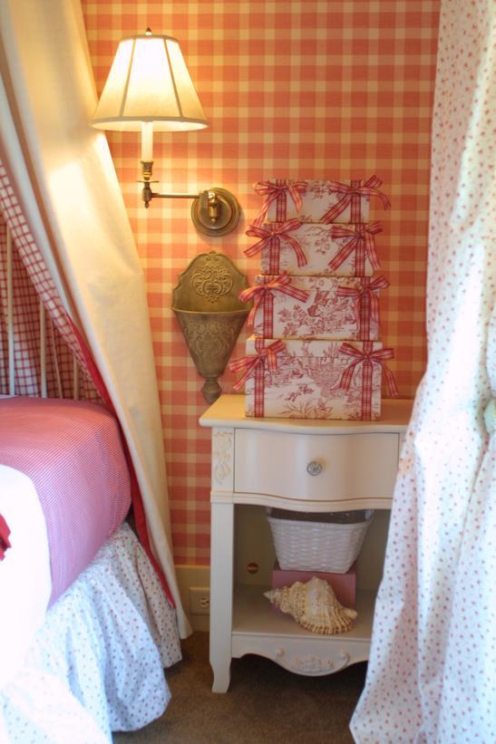 dormitorio rojo de niña